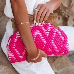 VICI 💞 MARSEILLE WOVEN CLUTCH - HOT PINK